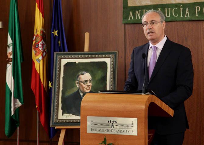 El presidente del Parlamento, Juan Pablo Durán, interviene en el acto celebrado con motivo del 132 aniversario del nacimiento de Blas Infante